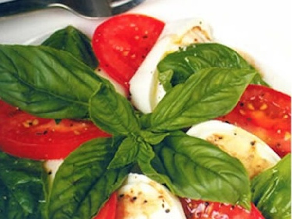 Ensalada de tomate, mozzarella y albahaca-irecetasfaciles