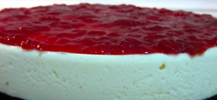 Tarta-de-queso-con-cobertura-de-fresas-irecetasfaciles-700x325