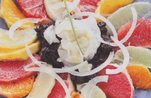 Ensalada de bacalao desalado con fruta