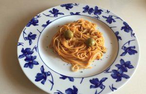 Espaguetis en salsa de aceitunas y anchoas
