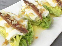 Cogollos con anchoas y queso fresco
