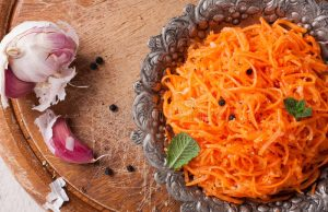 Si te encuentras a dieta o quieres mejorar tu estilo de vida y de comidas, nosotros hoy hemos traído para ti una receta deliciosa a la que no podrás resistirte, los espaguetis de verduras, esta vez de zanahoria que te deleitarán y que te harán sentir satisfecho y saludable.