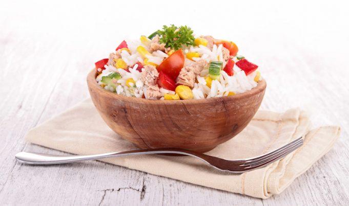 ensalada de arroz con pollo y atún